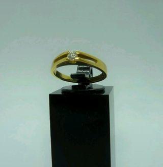 Sortija en oro amarillo de 18 quilates y diamante