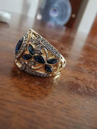 Anillo de oro con perlas de zafiro
