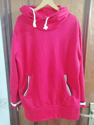 Sudadera larga roja con bolsillos y capucha