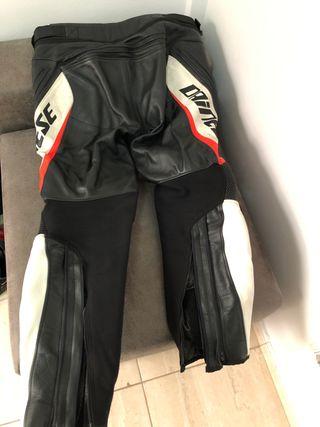 Pantalon cuero Dainese