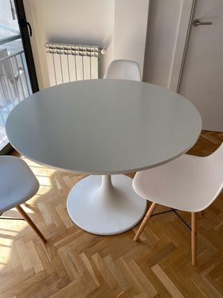 Mesa DOCKSTA + 4 sillas de diseño
