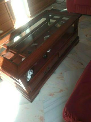 mesa de salón de madera color cerezo