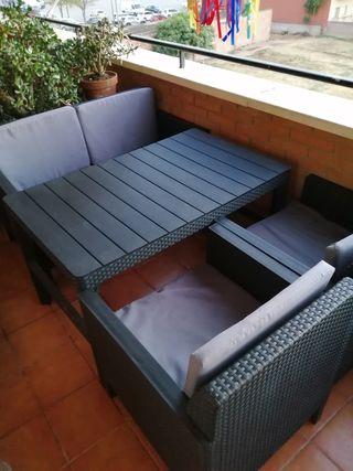 Conjunto mesa con butacas y sofa terraza-jardin