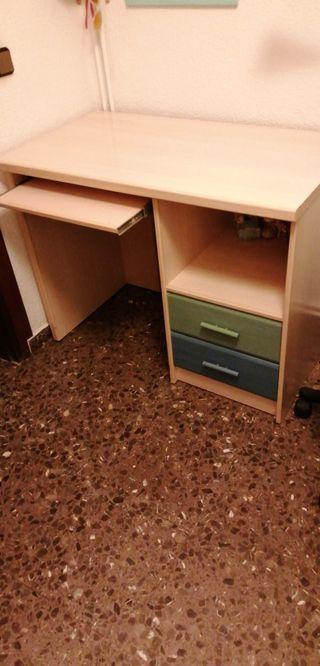 Escritorio dormitorio (+cama, armario, estantería)