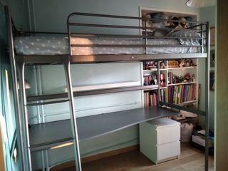 Cama y mesa IKEA