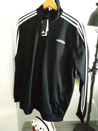 Chaqueta de Chándal Adidas negra.