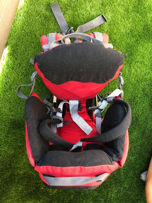 Mochila porta bebés de montaña a estrenar