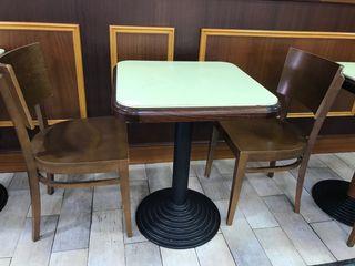 Conjunto Mesa de madera y 2 sillas