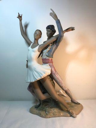 Porcelana- Nao- Pareja de danza- 43 cm