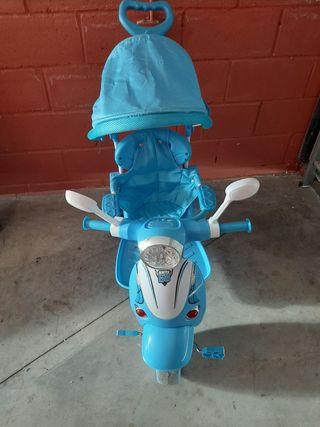 triciclo Vespa con luces y musica