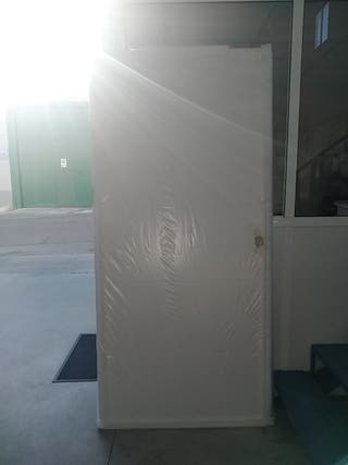 Puerta corredera de madera blanca con uñero 90cm