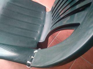 silla plástico verde de terraza o jardin