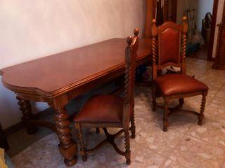 Mesa sillas y mueble