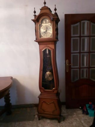 Reloj de madera ,2'15 metros de altura