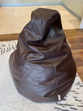 Brown leather puf