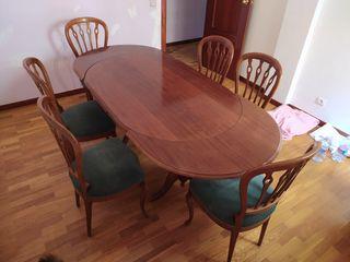 Mesa de comedor o salón.