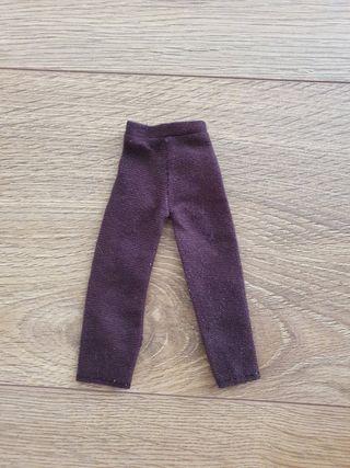Pantalón largo color marrón de muñeco Ken