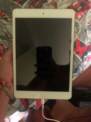 iPad mini con funda protectora