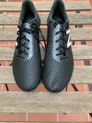 Botas de fútbol new balance modelo Furón