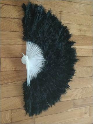 Abanico de Plumas negras para disfraces de época.