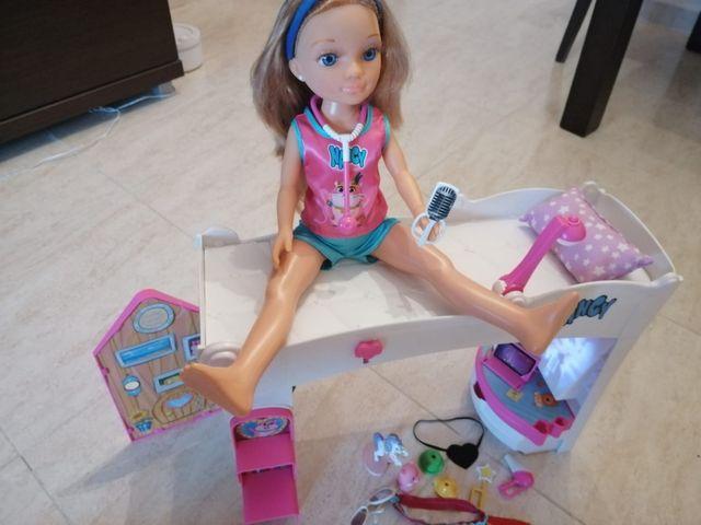 Muñeca Nancy con accesorios, más 4 ponís de regalo