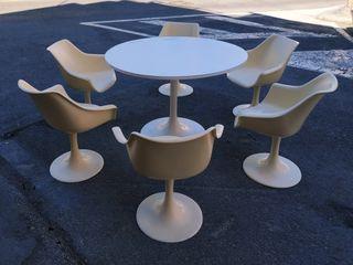 Mesa y 6 sillas en resina FELPAM. Diseño vintage