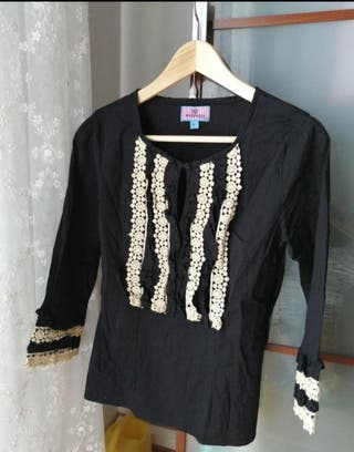 blusa negra con crochet de montepicaza