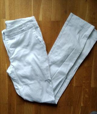 pantalón recto de vestir en blanco. SFERA