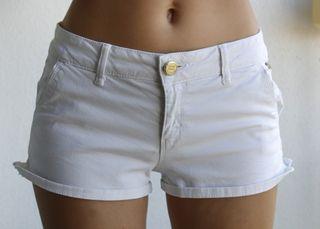 Pantalones blancos cortos