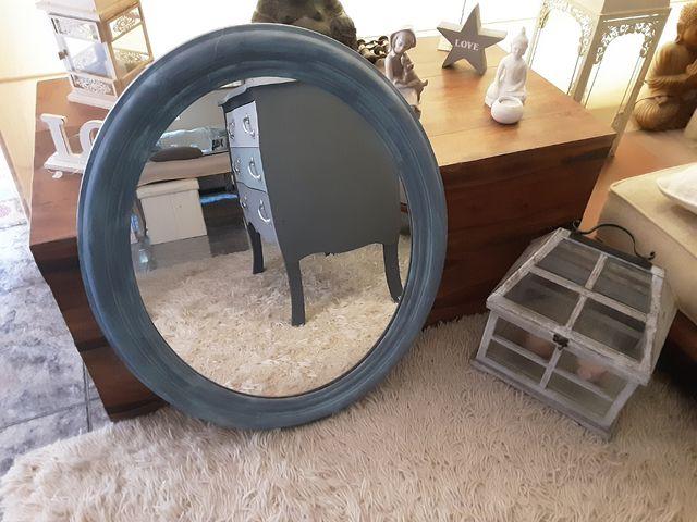 Antiguo espejo de madera ovalado restaurado