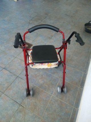 Andador geriátrico