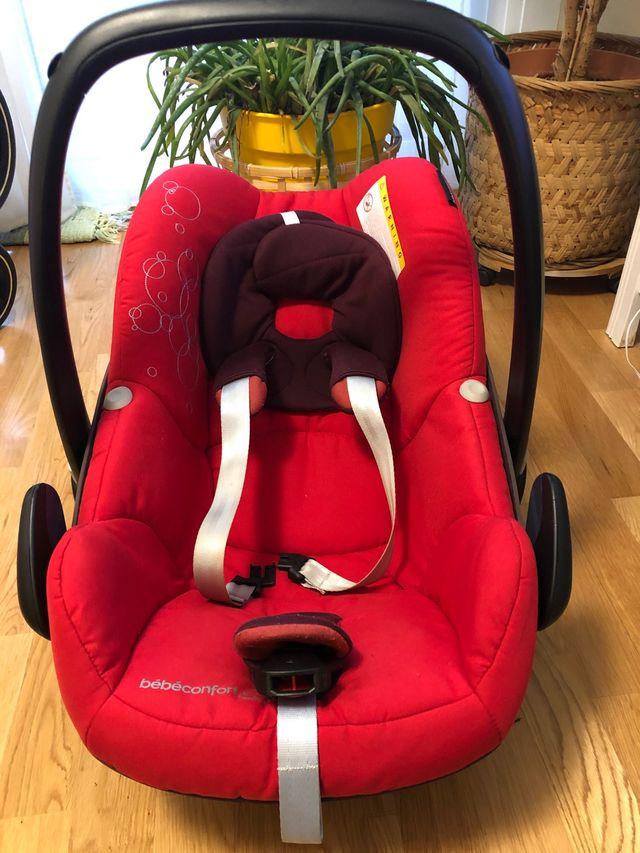 Carro bebé trio Bebeconfort rojo y sacos de regalo