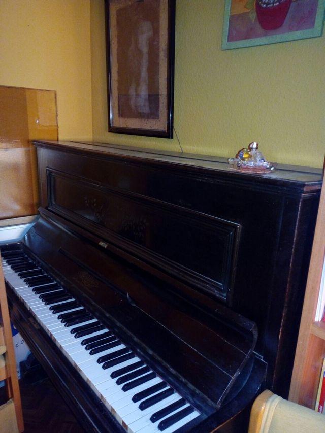piano Pared.Estela