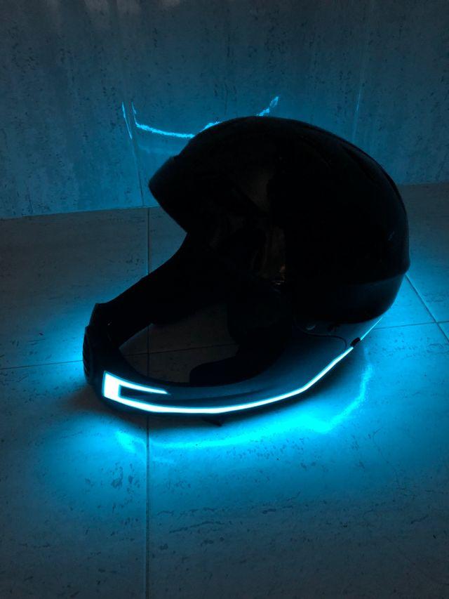 Casco para patin con luces