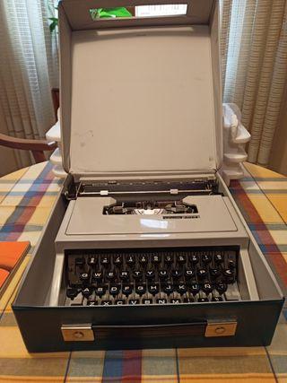 Maquina de escribir Olivetti Dora original años 70