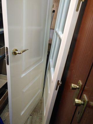 Puertas de paso lacadas con y sin cristal.