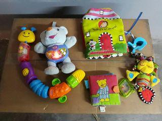 varios juguetes musicales con luz y didácticos