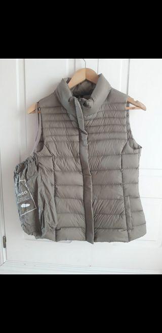 chaqueta A ESTRENA plumas sin mangas Mango talla S