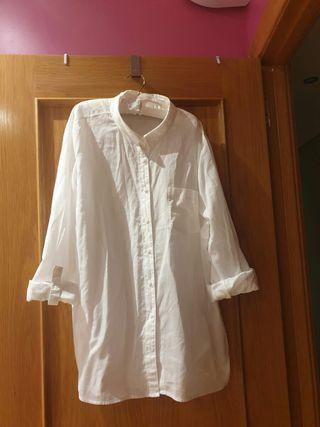 Blusa blanca de segunda mano en Humanes de Madrid en WALLAPOP