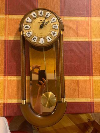Reloj de pared y péndulo Junghans