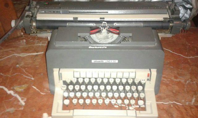 Máquina de escribir Olivetti. No hago envíos.