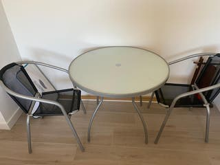 Mesa y 2 sillas, para jardín o terraza.
