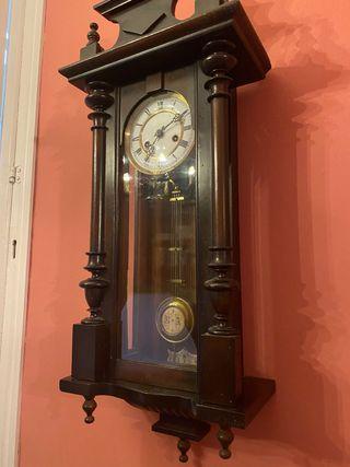 Reloj de pared aleman Junghans (R=A)