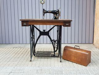 Antigua máquina de coser PFAFF