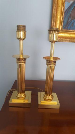 Dos lamparas de mesita de noche