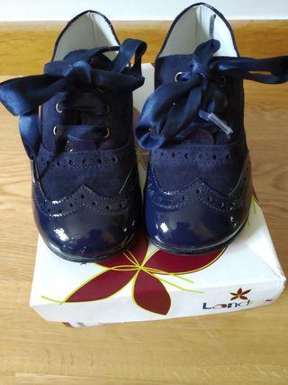 Zapatos blucher charol y ante azul marino niña