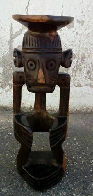 Figura madera sentado