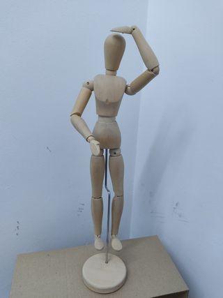 Figura articulada de madera