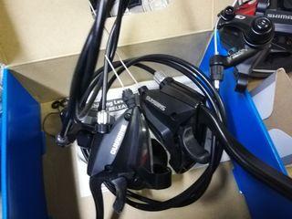 Grupo 8v Shimano y pinzas mecánicas Tektro