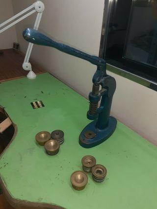 Remachadora para forrar botones